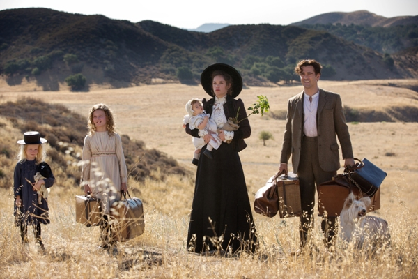 Saving Mr. Banks family carrying suitcases