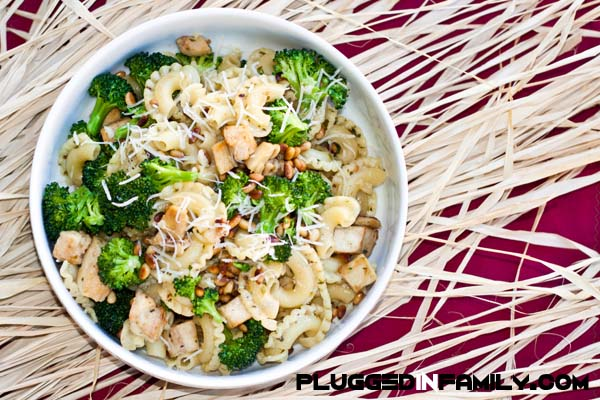Easy Chicken Pasta in 15 Minutes with Gourmet Garden via @PluggedInFamily