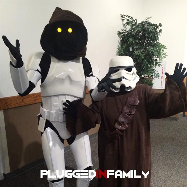 Jawa and a Stormtrooper switch buckets DZ25293 and TK71114