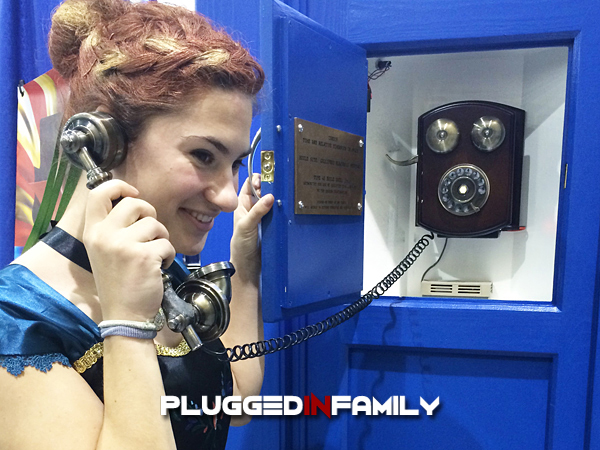 Anna using the Tardis at Phoenix Comicon 2016