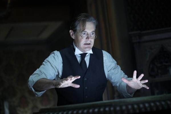Kyle MacLachlan plays Isaac Izard