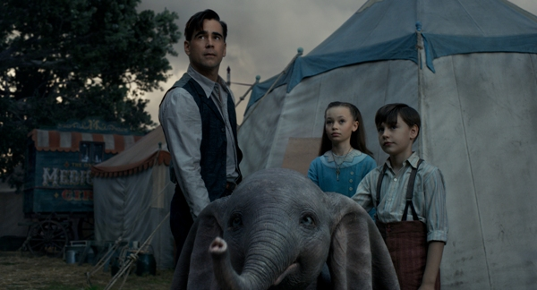 Colin Farrell plays Captain Holt Farrier with his children in Dumbo