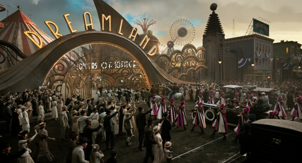 Parade enters Dreamland in Dumbo