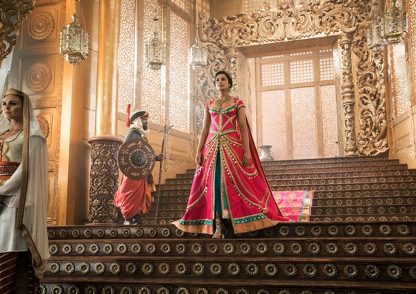 Princess Jasmine walks down the palace stairs in Aladdin 2019 live action remake