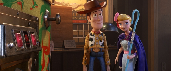 Woody and Bo Peep in arcade Toy Story 4